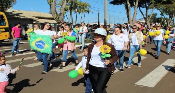 Desfile Cívico de Matelânida