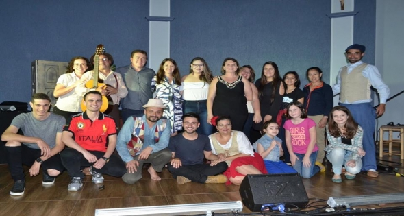 Projeto Container Cultural trás a peça  Entre Tangos e Fandangos