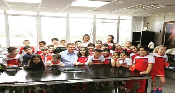 Alunos do 3º ano do Colégio Passos Firmes visitam o Gabinete