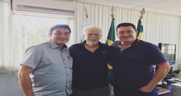 Luiz Carlos Marchi visita o Paço Municipal