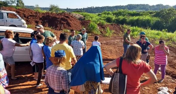 Idosos atendidos pelo Cras fazem visita ao Aterro Sanitário