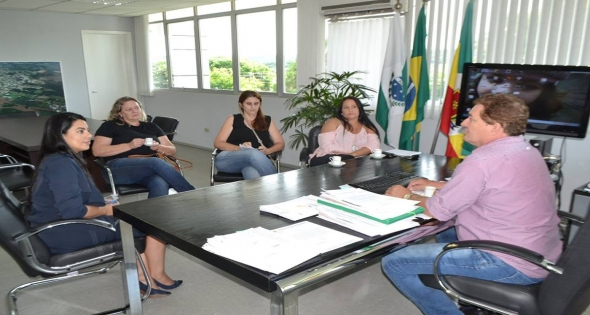 Deputada Estadual Claudia Pereira visita o Paço Municipal