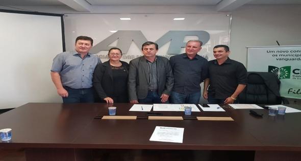 Prefeito Rineu Menoncin participa da constituição do Ciedepar