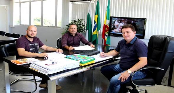 Prefeito Rineu Menoncin recebeu em seu gabinete Vereadores