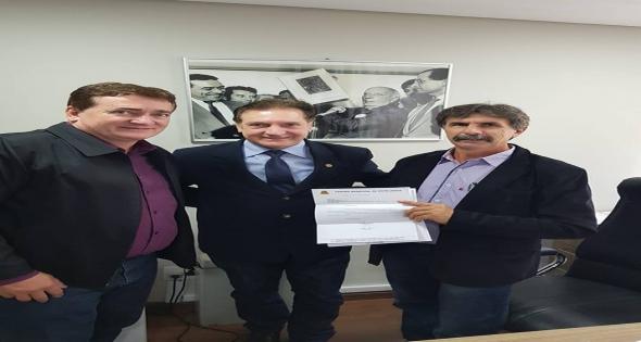 Prefeito e Vereador protocolam pedido de 2 máquinas de Braile