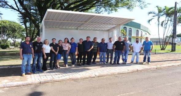 Matelândia recebe 7 pontos de ônibus