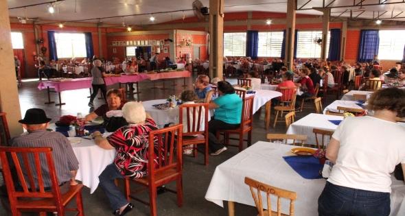 Clube do Vovô de Matelândia Realizou encontro do dia das Mães