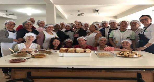 Formação para cozinheiras da Alimentação escolar e profam