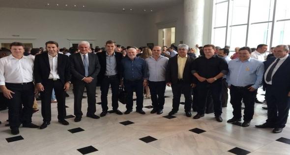Governador Beto Richa repassa 122 milhões para 399 Municípios