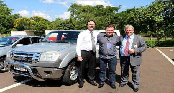 Prefeito Rineu Menoncin recebe Veículo para o Município