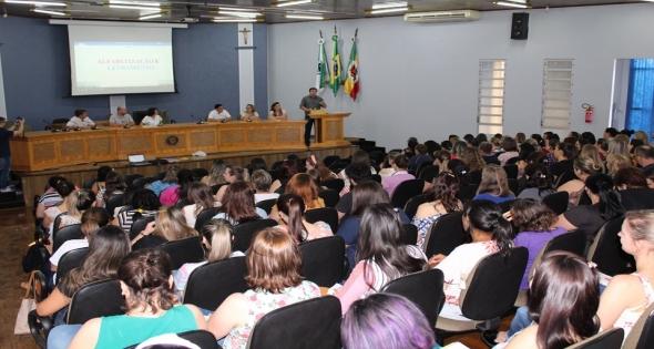 Palestra em Matelândia para professores da rede pública.